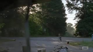 Carl salva a Enid