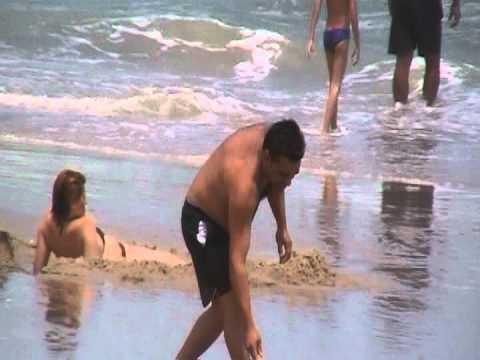 Ator americano em cenas picantes visto na praia cearense