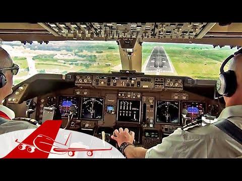 Cockpit View - Boeing 747-400 Landing Johannesburg