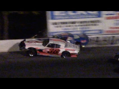 Hard Street Stock Crash Leads To Fight At Mahoning Valley Speedway Octoberfast 10-22-16