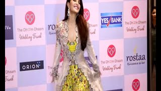 Jacqueline fernandez Shows HOT Cleavage | Bollywood 2016
