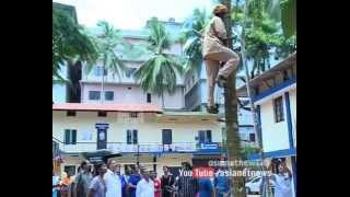 Women Coconut climbing competition at Malappuram : Chuttuvattom