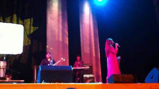 Alka Yagnik Live - Kuch Kuch Hota Hai Sad - HD Quality - Concert at De Montfort Hall Leicester UK