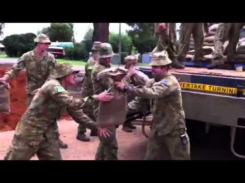 Army arrives in Katamatite to help with sandbagging.