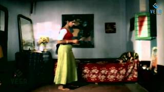 Jaathi Pookal : Nalini Dressing Scene