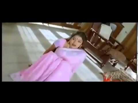 Mallu Actress Saree Drop and showing boobs and Navel . { Viewer Ratings : ★★★★★ }
