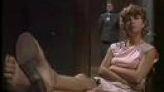 The Freak lesbianing Hannah Simpson (289)