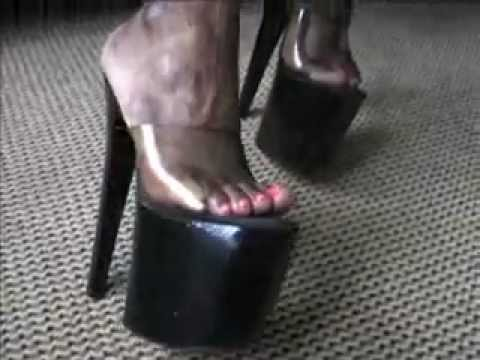 Black muscle woman shows off her beatiful feet and Mistress high heels