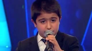 ذا فويس تركيا | طفل صوته رهيب يذهل الحكام والجمهور...   بجد رائع يستحق المشاهدة