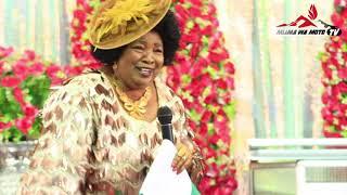 Kiatu Cha Bishop Dr  Gertrude Rwakatare Chadondokea Kwenye Shimo La Choo    Aumizwa