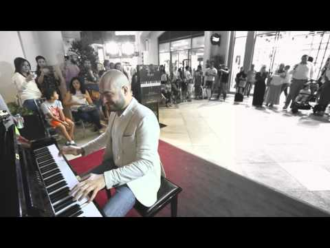 Alf Leila & Inta Omri MashUp in Dubai Mall Maan Hamadeh
