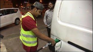 سعوديون يعملون في محطة بنزين !! | سناب الاحساء