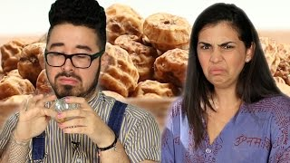 """People Try """"Superfoods"""" For The First Time"""