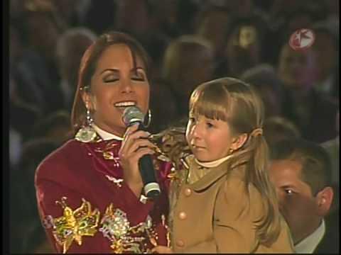 Lucero le canta a la virgen de Guadalupe