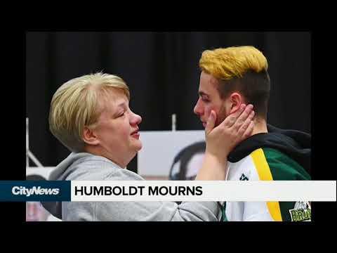 Vigil continues to grow at scene of Humboldt Broncos' bus crash