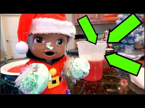BABY ALIVE makes a HOLIDAY TREAT! The Lilly and Mommy Show! The TOYTASTIC Sisters! MEET SANTA!