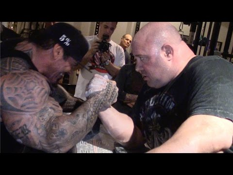 RICH PIANA ARM WRESTLING SCOT MENDELSON ARMS WILL BE BROKEN AT THE LA EXPO