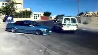 تفحيط شاب فلسطيني بجانب سيارة شرطة اسرائلية   YouTube