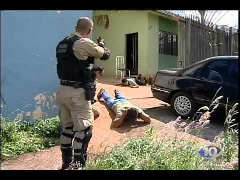AVI TROCA DE TIROS ENTRE BANDIDOS E PM LADRÃO LEVA 3 TIROS NO JD OLIMPICO