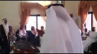 علي بن حمري في موقف العز وموقف بر الوالدين المشهود
