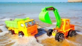 ¡El castillo de arena está destruido! Camiones de juguete.