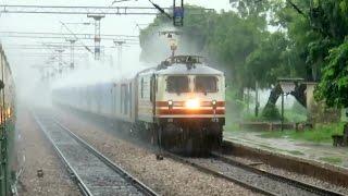 160 KMPH : Heavy Rain + Fastest Train Of India : Gatimaan Express : Fast N Furious Indian Railways