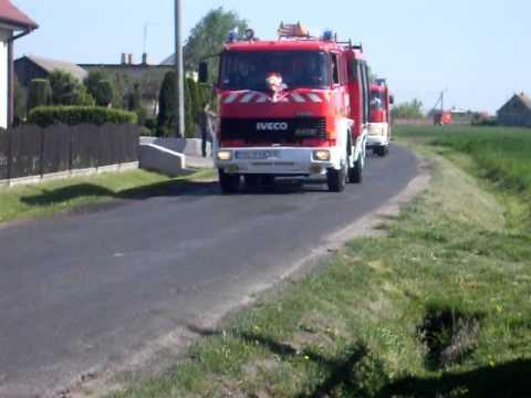 Kolumna samochodów strażackich na sygnale BIEGANIN