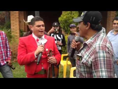 Serapio Ramírez con mariachi