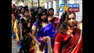 ফুলেল শুভেচ্ছায় প্রেম নিবেদন। ETV NEWS BANGLA