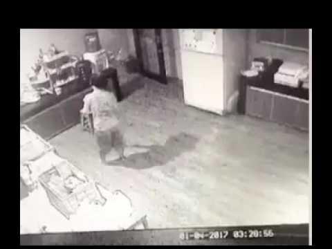 Rekaman CCTV Pembantu Rumah Tangga Pergoki Pelaku, Sebelum Lehernya Digorok