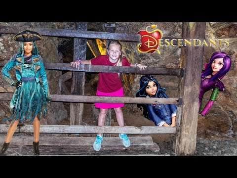 Xxx Mp4 DESCENDANTS 2 Disney Evie And Mal Trapped In A Mine And Saved By The Assistant 3gp Sex