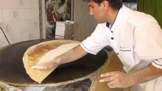 طرز تهیه  نان یوخه سوغات شهر شیراز وکرمانشاه توسط استاد کار علیرضا کرمی
