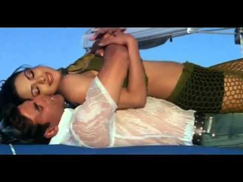 Priyanka Chopra's Boobs Grabbed Hard by Akshay Kumar