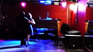 Tania Et Julio Dansent Tango Triste (de Eitan Altman) Au Violon Rouge