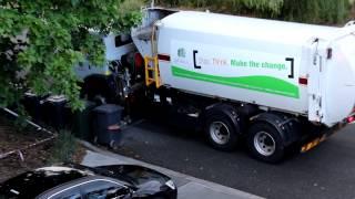 """سيارة جمع النفايات """"اعزكم الله"""" في استراليا"""