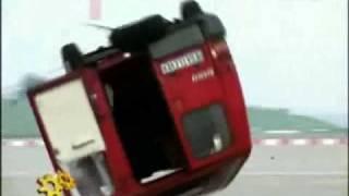 قوة تأثيرة محرك الطائرة النفاث على سيارة من نوع فان