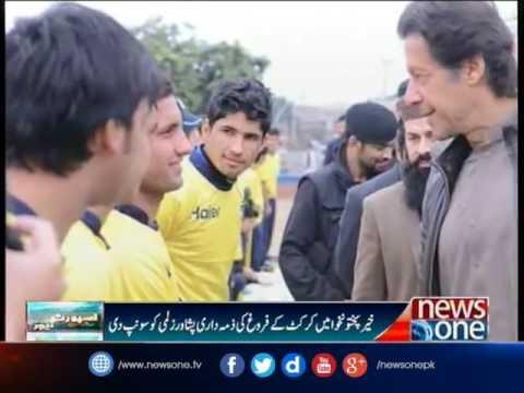 Imran picks up long left cricket bat in support of Peshawar Zalmi