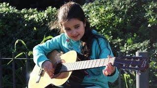 Niña de 8 años toca la guitarra - Valentina Bernal...