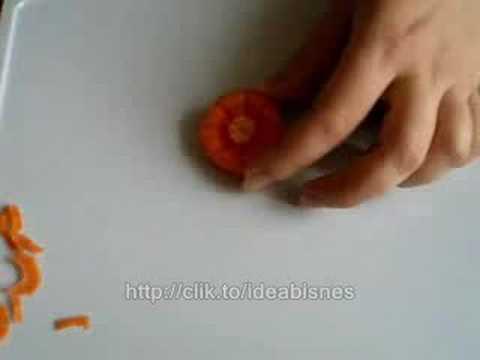 Seni ukiran gubahan hiasan buah dan sayuran