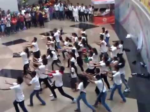 Desi Girls Flash Mob in Mumbai Infiniti Mall Malad