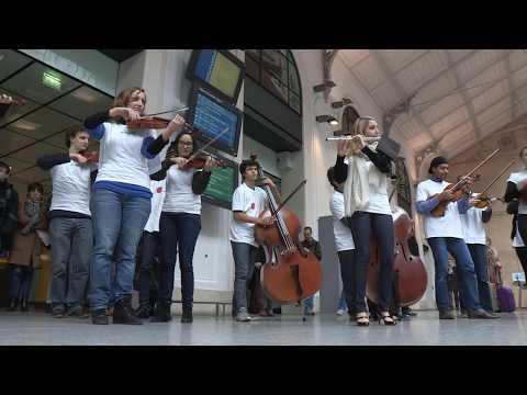 FLASHMOB L Orchestre national d Île de France à la gare Saint Lazare