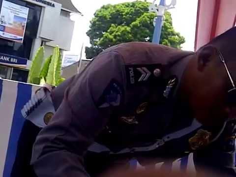 Seperti inikah seharusnya seorang polisi dalam bertugas