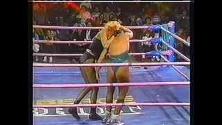 GLOW. ( gorgeous ladies of wrestling ) 4