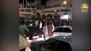 """KAZERUN, #Iran, Aug. 5, Protesters clashing with security forces & chanting: """"Cowards, cowards"""""""
