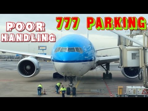 KLM 777 Parking - Poor Plane Handling HD