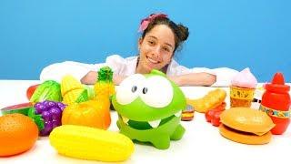 #Doktoroyunları. Çizgifilm oyuncak Om Nom için dengeli beslenme programı. #Eğiticiçocukvideosu