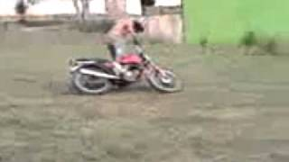 Thiagao e Alex bebados caindo da moto
