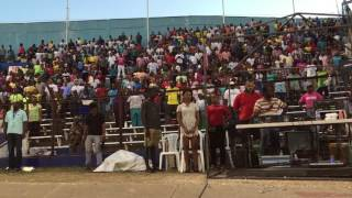 Crowd spontaneously sings the Jamaican national anthem