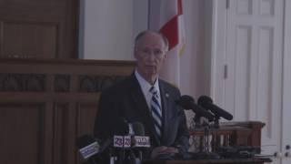 Alabama Governor Robert Bentley announces his resignation
