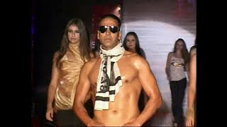 Akshay kumar in Sexy Style on Ramp for Levis..Old